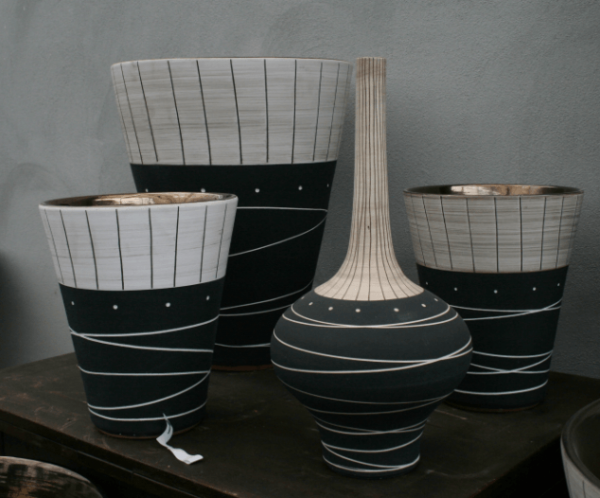 afrikakeramik grau galerie gr ner ume raumbegr nung pflanzenpflege gr npflanzen elefantenfu. Black Bedroom Furniture Sets. Home Design Ideas